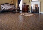 Drewno w domach – dlaczego jest obecnie jednym z najbardziej popularnych materiałów?