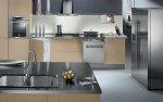 Jeżeli twoja kuchnia jest naprawdę niewielka i powinieneś liczyć się z przestrzenią, kup szafki na wymiar