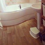 Ekskluzywnie uposażona łazienka jako baza do przeprowadzania domowego spa.