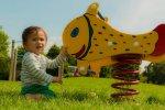 Piramidy linowe i siatki na placach zabaw dla  dzieciaków