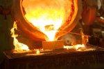 Na czym polega odlewanie ciśnieniowe? W jakim przemyśle jest często wykorzystywane?