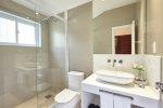 Jakie szafki zakupić do łazienki? Które okażą się najbardziej funkcjonalne, a przy tym stylowe?