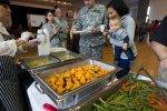 Catering – typ działalności gastronomicznej ułatwiający wielu ludziom przygotowania do różnych uroczystości.