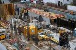 Jak zagwarantować pracownikom jak największe bezpieczeństwo w czasie pracy na wysokościach? Dowiedzmy się jakie warunki musi spełniać sprzęt budowlany!