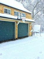 Bramy garażowe uchylne będą doskonałe do współczesnego domu jednorodzinnego, z kolei garaże metalowe mogą być niezbędne w trakcie budowy