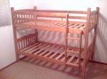 Łóżko piętrowe 3 osobowe jest doskonałym rozwiązaniem do małego mieszkania, jednak wiadomo, że każdy malec chciałby mieć swoje łóżko dziecięce!
