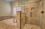 Jaką rolę pełnią meble do łazienki, przydatne wskazówki na temat tego, jak wybrać je prawidłowo.